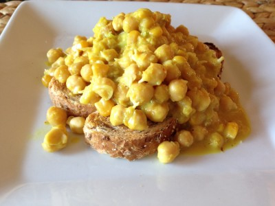 Chickpea curry with corn